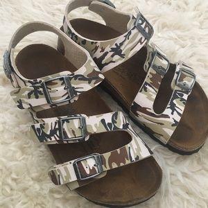 3ddcc1c11800 Birkenstock Shoes - Birkis Birkenstock Ellice Camo Birkoflor Sandals